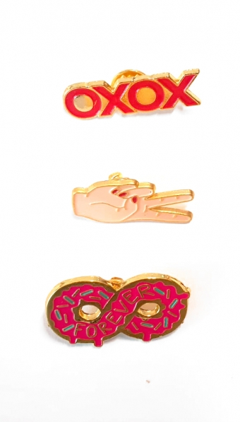 SUPERVINTAGE PINS 3 pieces XOXO